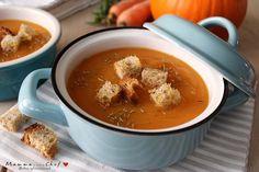 La vellutata di zucca e carote è un piatto autunnale gustoso e leggero. Semplice e veloce da preparare, delizioso da servire con crostini di pane dorato.