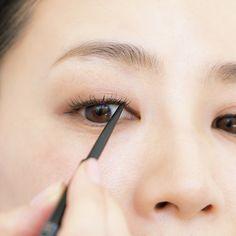 (5ページ目)もはや魔法!中野明海の「リフトアップ」メイク 五選 Web eclat Jマダムのためのお役立ち情報サイト Lipstick Colors, Red Lipsticks, Monolid Eyes, Gradient Lips, Dark Brown Eyes, Fair Skin, Eye Make Up, Beauty Make Up, Asian Girl