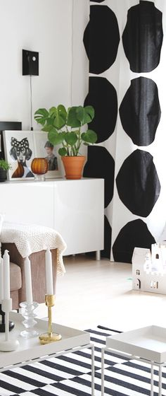 Via Hunajaista | Scandinavian Black and White | Ikea Rand | Marimekko Curtains