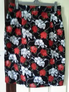 skull and roses wiggle skirt www.facebook.com/maryjanessewingroom or buy on Etsy