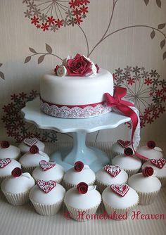 So pretty & perfect for a February wedding!❤