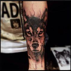 Lobo. Trabalho de desconstrução do @victormontaghini #tattooyou #electricink #tattoo #tatuagem #saopaulo #itaim #lobo #wolf