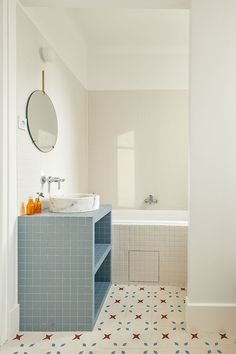 25 Best Inspiration Bathroom Renovation and Remodel Ideas - Interior Paint for Small Bathrooms Bad Inspiration, Bathroom Inspiration, Interior Inspiration, Interior Ideas, Bathroom Interior Design, Interior Decorating, Interior Paint, Bathroom Designs, Bathroom Tile Colors
