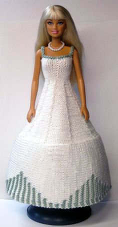 Sticka till Barbie 901-950 Barbie Clothes Patterns, Crochet Barbie Clothes, Clothing Patterns, Barbie Gowns, Barbie Dress, Barbie Doll, Knit Fashion, Fashion Dolls, Accessoires Barbie