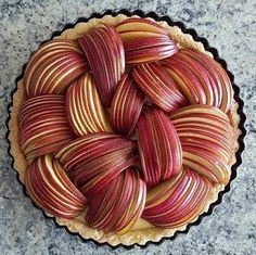 25 super Ideas fruit tart decoration crusts The post 25 super Ideas fruit tart decoration crusts appeared first on Dessert Factory. Pie Recipes, Dessert Recipes, Cooking Recipes, Family Recipes, Pastel Art, Pies Art, Delicious Desserts, Yummy Food, Food Presentation