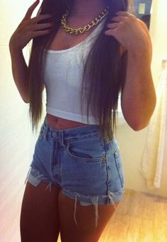 However, this time we want to discuss the high-waisted shorts denim outfit. This type of clothing would display your waistline and legs well. It's because denim offer comfort, durability, versatility and fashion, all in one. Dope Outfits, Casual Outfits, Summer Outfits, Denim Outfits, Hipster Outfits, Teen Fashion, Love Fashion, Womens Fashion, Urban Look