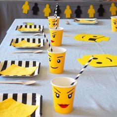 Table réalisée à l'occasion d'un anniversaire sur le thème lego. Idées, printables et vaisselle à retrouver sur www.rosecaramelle.fr/blog/lego-party #lego #party #legoparty #fete #anniversaire #birthday #sweettable #kids
