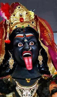 There can't be a better tribute than a Mahakali Homam on the day. Jay Maa Kali, Kali Shiva, Kali Hindu, Kali Mata, Shiva Shakti, Lord Shiva, Durga Maa Pictures, Maa Kali Images, Shiva Parvati Images
