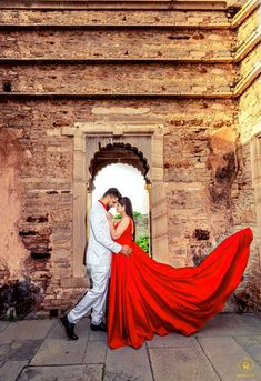 Thanks for making my life picture perfect 💓💓💓 💑 Gaurav & Chetna 🏡Location: Chittorgarh Fort Creative Couples Photography, Indian Wedding Couple Photography, Photo Poses For Couples, Couple Photoshoot Poses, Pre Wedding Shoot Ideas, Pre Wedding Poses, Pre Wedding Photoshoot, Marie, Chittorgarh Fort