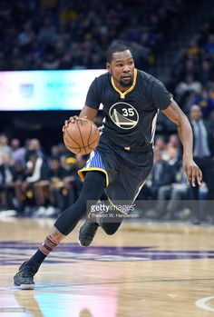 Kevin Durant of the Golden State Warriors drives towards the basket against the Sacramento Kings during an NBA basketball game at Golden 1 Center on February 2017 in Sacramento, California. Get premium, high resolution news photos at Getty Images Nba Kevin Durant, Kevin Durant Basketball, Durant Nba, Kevin Durant Wallpapers, Lebron James Wallpapers, Basketball Posters, Basketball Teams, 2018 Nba Champions, Bae