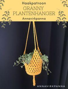 Haakinformatie   Haakpatroon Granny Plantenhanger • Haakinformatie Crochet Gifts, Free Crochet, Crochet Home Decor, Plant Hanger, Cross Stitch, Diy Crafts, Sewing, Hobbies, Jars