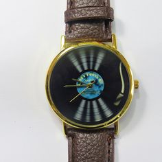 Ships Worldwide  Type: Quartz Adjustable from 16.5 cm to 20.3 cm (6.50 inches to 8.0 inches) . If you want additional holes for adjustment, please make a note upon checkout or send me a convo Display: Analog Dial Window Material: Glass Case color: silver , gold (please choose upon checkout) ...