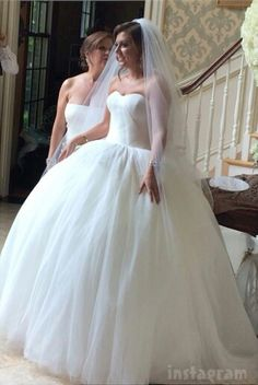 Obsessed with Lauren Manzo's wedding dress. Perfection.