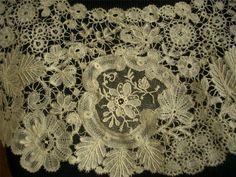 Duchesse de Bruxelles - detail Needle Lace, Bobbin Lace, Lace Making, Antique Lace, Tatting, Vintage World Maps, Bohemian Rug, Textiles, Romantic