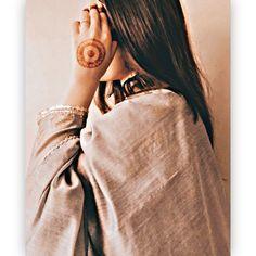 Pakistani Fancy Dresses, Pakistani Dress Design, Indian Photoshoot, Wedding Photoshoot, Sad Girl Photography, Nature Photography, Friends Sketch, Brown Aesthetic, Girl Smoking