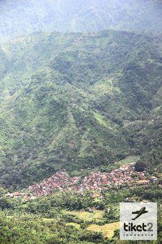 Pemandangan salah satu Desa dari atas Bukit - Dekat dengan Amed, Bali
