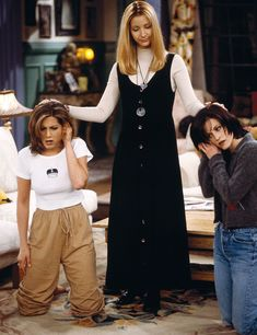 """FRIENDS -- """"The One After the Superbowl"""" Episode 12 -- Pictured: Jennifer Aniston as Rachel Green, Lisa Kudrow as Phoebe Buffay, Courteney Cox Arquette as Monica Geller Get premium, high resolution news photos at Getty Images Tv: Friends, Friends Mode, Friends Phoebe, Serie Friends, Friends Scenes, Friends Cast, Friends Episodes, Friends Moments, Monica Friends"""