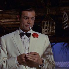 Nie oglądam telewizji dopiero dzisiaj zajrzałem do netu i się dowiedziałem. RIP Sean Connery. Twój James Bond jest dziś bardziej aktualny niż kiedykolwiek... I koniecznie dopieprz kolesiowi grającemu na złotej harfie. Sean Connery James Bond, James Bond Suit, Bond Suits, Roger Moore, Daniel Craig, Timothy Dalton, Scottish Actors, Money Shot, Burt Reynolds