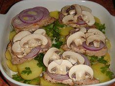 Nem vagyok mesterszakács: Frissen sült karaj színes zöldségekkel, sajttal, vajas-petrezselymes krumpliágyon, cserépben sütve Chicken, Food, Eten, Meals, Cubs, Kai, Diet