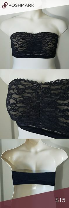 Maidenform Black Lace Bandeau Bra Quite a beautiful bandeau bra! Fully lined with cups and light padding.  No underwire. Band size is 38; no cup size listed but I'd put it around a D cup.  It has loops for removable straps but does not include any. Great used condition. Maidenform Intimates & Sleepwear Bandeaus