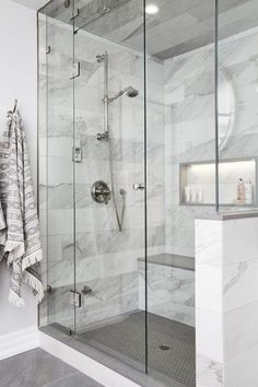 Bathroom Goals: 10 Amazing Minimal Bathrooms 2019 Minimal bathroom design The post Bathroom Goals: 10 Amazing Minimal Bathrooms 2019 appeared first on Bathroom Diy. Master Bathroom Shower, Minimal Bathroom, Bathtub Shower, Bathroom Mirrors, Bathroom Showers, Bathroom Bin, Mosaic Bathroom, Brown Bathroom, Marble Showers