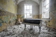 The day the music died: Photographer travels the globe taking...  The day the music died: Photographer travels the globe taking eerie pictures of abandoned pianos  A photographer has captured the day the music died by snapping pianos in abandoned buildings around the world.  Romain Thiery has traveled the globe taking haunting pictures of dust-covered instruments in dozens of dilapidated buildings.  The piano teacher from Montpellier in the south of France dubbed his project Requiem for…