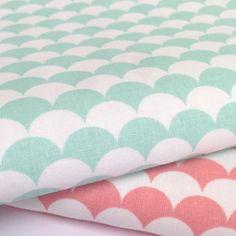 Tissu imprimé écailles, style scandinave / blanc et mint : Tissus Habillement, Déco par mademoisellepepper
