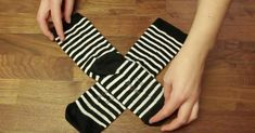 If you want to buy socks again, read here how to test them correctly. Buy Socks, Cool Socks, Diy Organisation, Organizing, Makeup Rooms, Facon, Home Hacks, Clean House, Cleaning Hacks