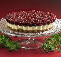 Joulukakku - tämä kakku kruunaa talven juhlapöydän! #joulu Sweet Recipes, Cake Recipes, Dessert Recipes, Desserts, Finnish Recipes, Sweet Bakery, Food Humor, Piece Of Cakes, Sweet And Spicy