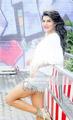 Jacqueline Fernandez in Chittiya Kalaiyan song