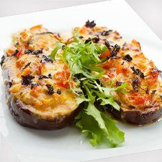 Esta receta de berenjenas salteadas es rápida y sencilla. Es un plato vegano lleno de sabor que puede servirse solo o con huevos o carnes como guarnición.