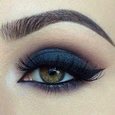 Marineblau 💙 # Auge # Make-up # Lorac # Anastasiabeverlyhills # toofaced # Ardell # Mac # Wakeu . - eyes - Brautjungfern make-up Navy Eye Makeup, Navy Blue Eyeshadow, Hazel Eye Makeup, Eye Makeup Tips, Smokey Eye Makeup, Makeup Inspo, Navy Blue Dress Makeup, Makeup Ideas, Smoky Eye
