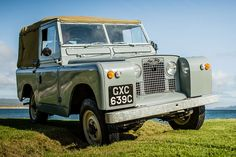 Land Rover 88 Serie II A soft top canvas in natural backstage environment... Lol. Lobezno