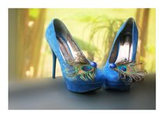 Etsy の Peacock  & Royal Blue Shoe Clips. Statement by sofisticata