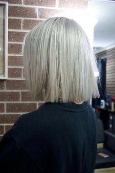 Ice white ashy blonde bob with straight blunt ends hair inspo. Ice white ashy blonde bob with straig Blonde Blunt Bob, Ashy Blonde, Balayage Hair Blonde, Blond Bob, Blonde Bob Hairstyles, Bob Hairstyles For Fine Hair, Hair Inspo, Hair Inspiration, Shortish Hair