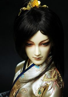 Look at that face! He is my favourite of this BJD brand (DragonDoll)   With a length of 72 cm he is most definitely a large doll.