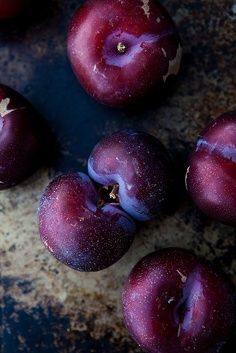 Weekend Photo Journal: Lusting on Burgundy, Maroon and Aubergine…. Fruit And Veg, Fruits And Vegetables, Fresh Fruit, Plum Fruit, Photo Fruit, Prune, Delicious Fruit, All Things Purple, Still Life