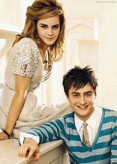 Emma and Dan lookin good Mundo Harry Potter, Harry Potter Magic, Harry Potter Actors, Harry James Potter, Harry Potter Fandom, Harry Potter World, Harmony Harry Potter, Daniel Radcliffe Emma Watson, Harry Potter Hermione Granger