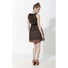 Vestido corto estampado con cinturón en tela lisa y cuello barca en liso negro - Mauna Barcelona - fashion - moda