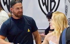 Oliver And Felicity, Felicity Smoak, Emily Bett Rickards, Stephen Amell, Green Arrow, The Flash, Movie Tv, Actors, People
