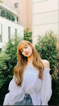 There are four members in K-Pop band, Blackpink. Blackpink Lisa, Jennie Blackpink, Forever Young, Lisa Blackpink Wallpaper, Blackpink Photos, Kim Jisoo, Blackpink Fashion, How To Pose, Yg Entertainment