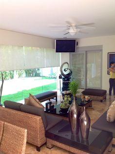 Interior barbacoa con horno y cenador con cerramiento de for Cocinas con vista al jardin