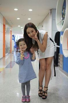 "Singer Baek Ji Young revealed a picture taken with her niece. Singer Baek Ji Young revealed a picture taken with her niece. Today, Baek Ji Young revealed a picture taken with her niece after performing on MBC ""Show! Baek Ji Young, Auntie, Shirt Dress, T Shirt, Korean Fashion, Singer, Kpop, News, Dresses"