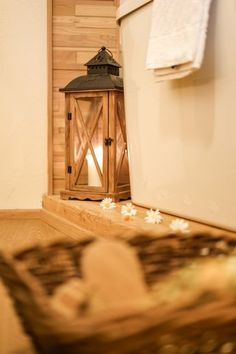 Romantik im Hotel Lärchenhof. Mirror, Home Decor, Summer Vacations, Pictures, Decoration Home, Room Decor, Mirrors, Home Interior Design, Home Decoration