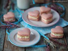 Srdíčkové makronky – PĚKNĚ VYPEČENÝ BLOG Cupcakes, Macarons, Doughnut, Food Photography, Cheesecake, Food And Drink, Pudding, Candy, Baking