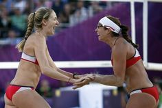 Kerri Walsh Jennings (L) and Misty May-Treanor of the U.S. celebrate a point against Italy's Greta Cicolari and Marta Menegatti during their women's quarterfinals beach volleyball match at Horse Guards Parade during the London 2012 Olympic Games August 5, 2012.           REUTERS/Marcelo del Pozo (BRITAIN  - Tags: OLYMPICS SPORT VOLLEYBALL TPX IMAGES OF THE DAY)