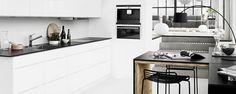 Denk groot. Benut de ruimte in de keuken en ga de hoogte in. Op die manier hebt u veel meer kastruimte op minder vierkante meter. Bovendien zorgt de Weerspiegeling van hoogglans ervoor dat de ruimte groter lijkt.