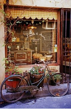 Bistro in Saint Remy de Provence, France Store Front Windows, Vintage Bakery, Vintage Shops, French Cafe, French Bistro, French Style, Enchanted Home, Shop Fronts, Provence France