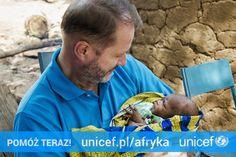 Maleńka Abimata, którą trzyma na rękach Artur Żmijewski, Ambasador Dobrej Woli UNICEF, 15 dni wcześniej straciła mamę, która zmarła podczas porodu, podobnie jak tysiące mam w Mali. Możesz pomóc na https://www.unicef.pl/afryka.