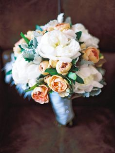 Peach, white and grey bouquet | Photography by Eon Images